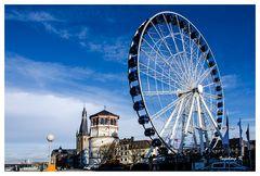 Düsseldorf - Das Riesenrad und der Schloßturm