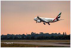 Düsseldorf - Flughafen - Die Emirates beim Start