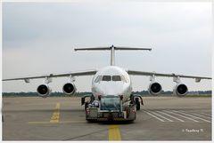 """Düsseldorf - Flughafen - Maschine an der """"Angel"""""""