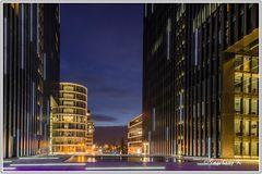 Düsseldorf - Hyatt im Medienhafen am Abend