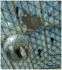 """Düsseldorf K 21 """"In Orbit"""" Ausstellung Tomás Saraceno"""