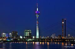 Düsseldorf - Kniebrücke, Fernsehturm, Stadthaus, Medienhafen