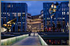 Düsseldorf - Kö-Bogen am Abend zur blauen Stunde