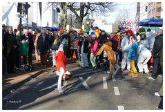 Düsseldorf - Kö-Treiben am Sonntag - Radschlägerinnen