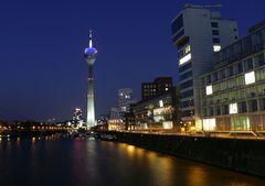 Düsseldorf Medienhafen am Abend (1)