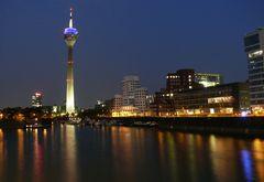 Düsseldorf Medienhafen am Abend (3)
