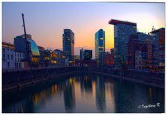 Düsseldorf - Medienhafen - Ende - bei Sonnenuntergang -