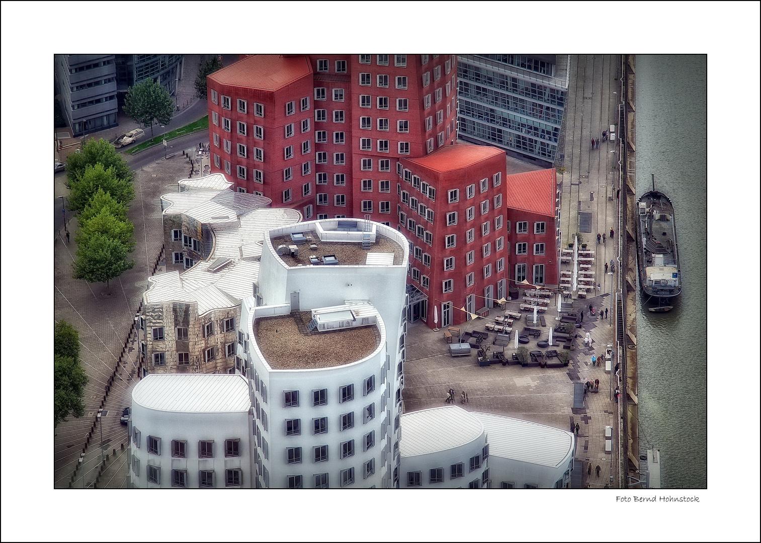 Düsseldorf Medienhafen  Gehry Bauten einmal anders ....