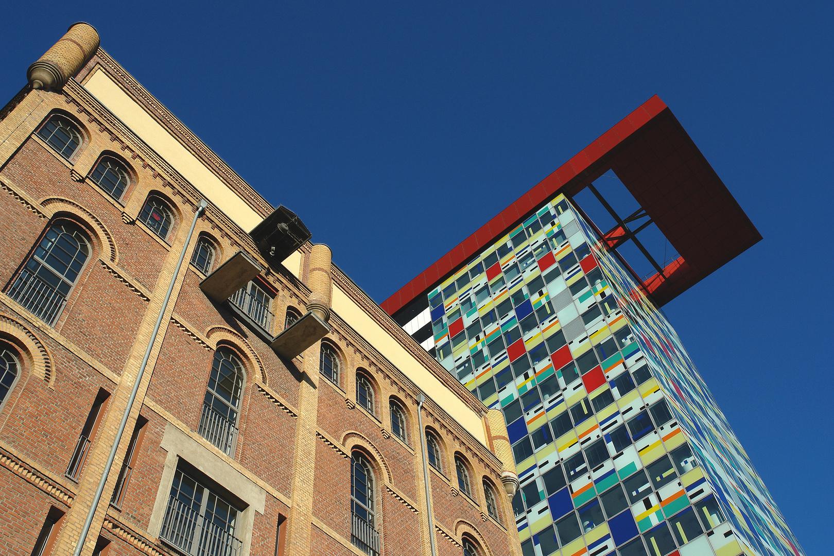 """Düsseldorf Medienhafen mit """"Colorium"""""""