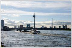Düsseldorf - Medienhafen, Stadttor, Rheinkniebrücke, Fernsehturm