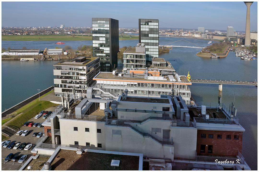 Düsseldorf  - Medienhafen und  Hayatt