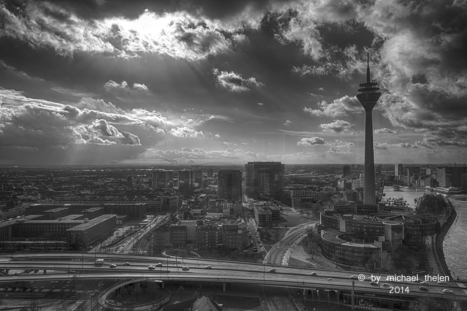 Düsseldorf von oben in sw
