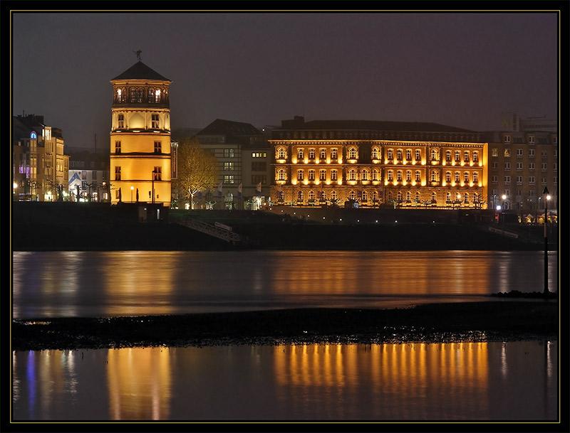 Düsseldorfer Schlossturm am Abend