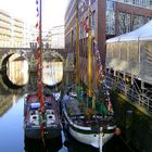 Düsternbrücke mit Weihnachtsmarkt-Schiffen 12/2008