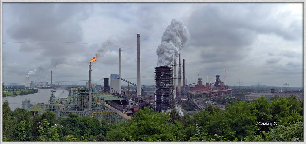 Duisburg - Blick vom Alsumer Berg - Kokerei Schwelgern in Aktion