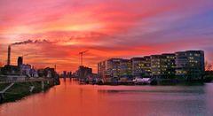 Duisburg Innenhafen - Der Himmel brennt