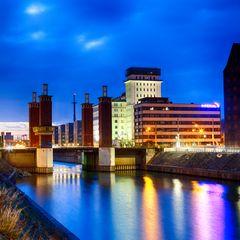 Duisburg - Innenhafen - Schwanentorbrücke