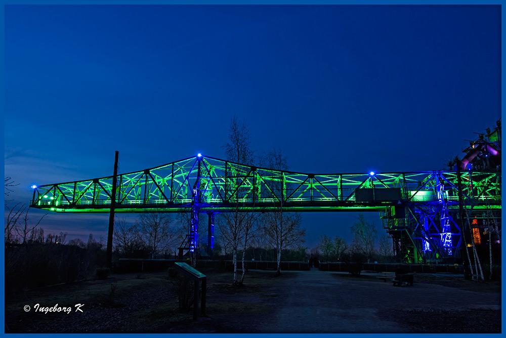 Duisburg - Landschaftspark - Das Krokodil zur blauen Stunde