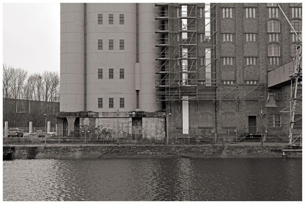 Duisburg ungeschminkt 35 - Nah am Wasser gebaut