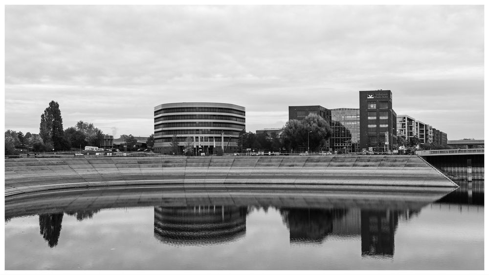 Duisburg ungeschminkt 43 - Waiting for the curve