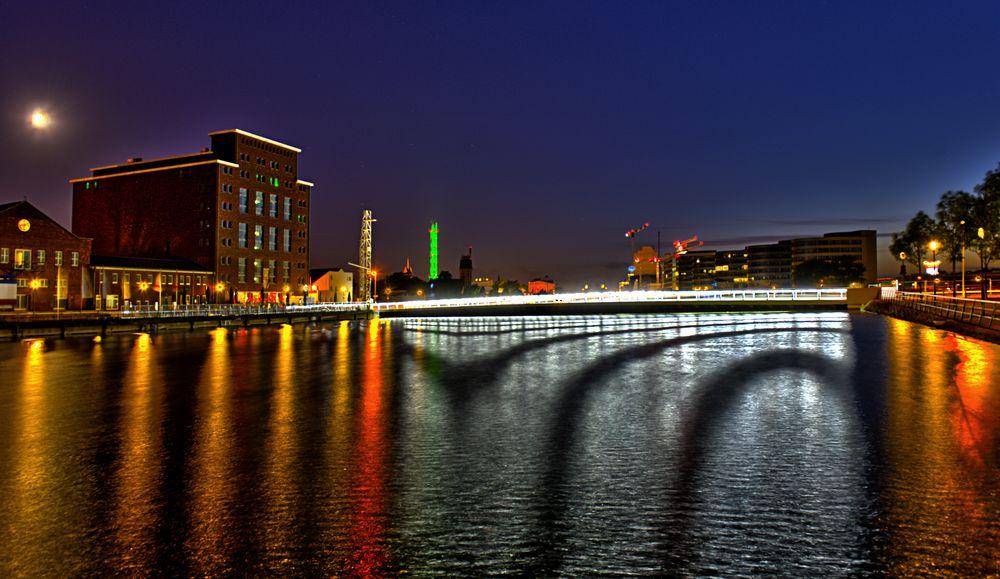 Duisburger Innenhafen - Blick auf die Brücke