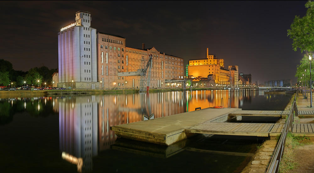 Duisburger Innenhafen (DRI-Pano)