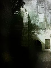 - dunkle treppe -