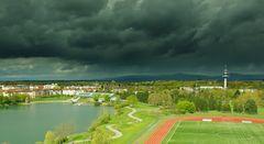 Dunkle Wolken am Seepark..
