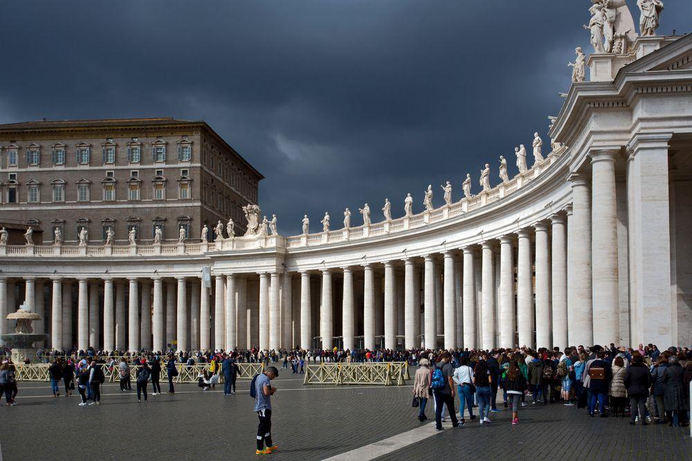 Dunkle Wolken über dem Vatikan