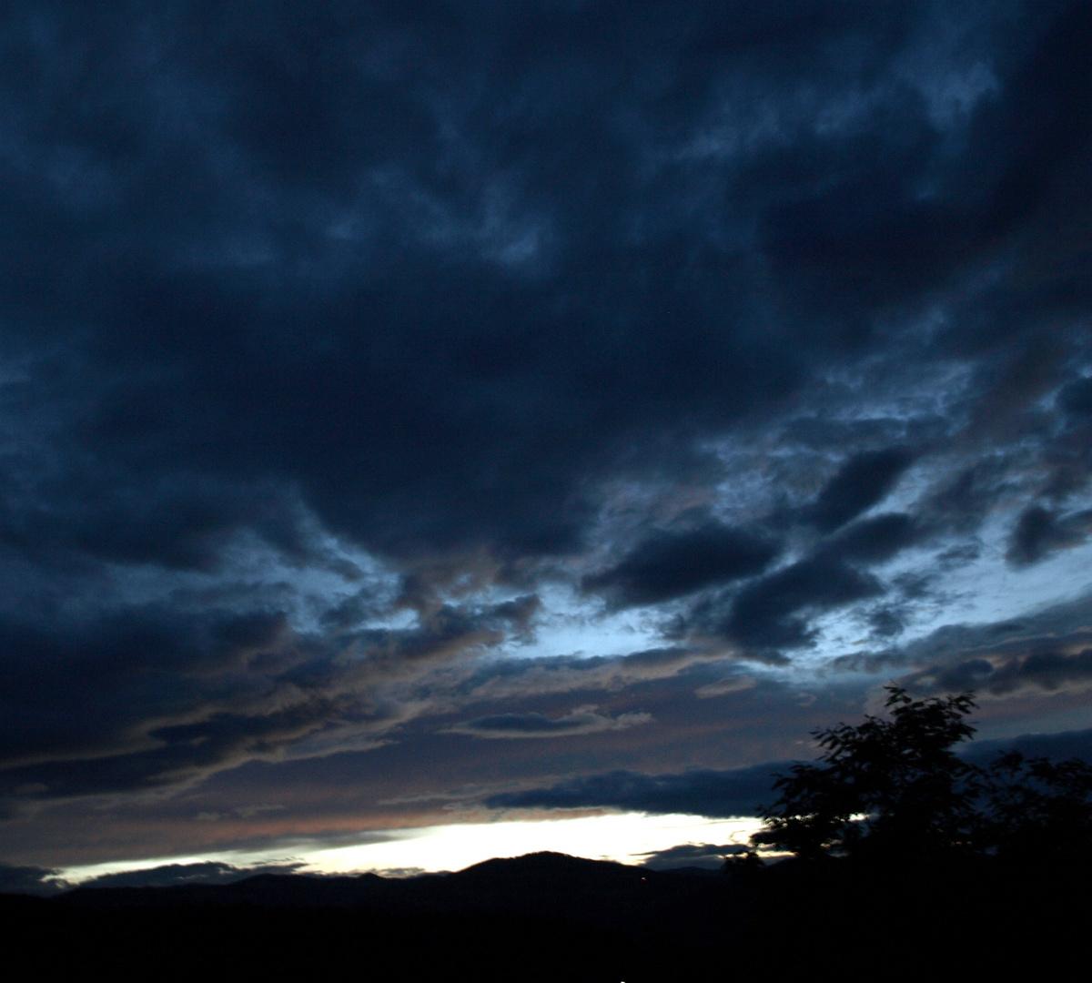 dunkle Wolkenam Himmel