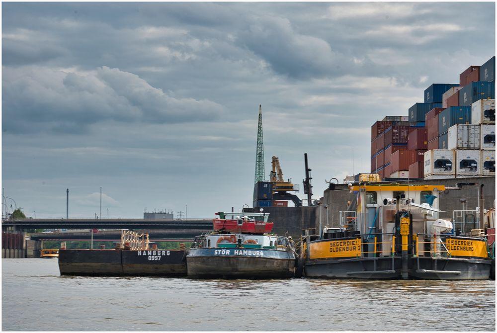 Durch den Hafen