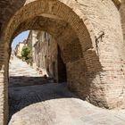durch die Stadtmauer