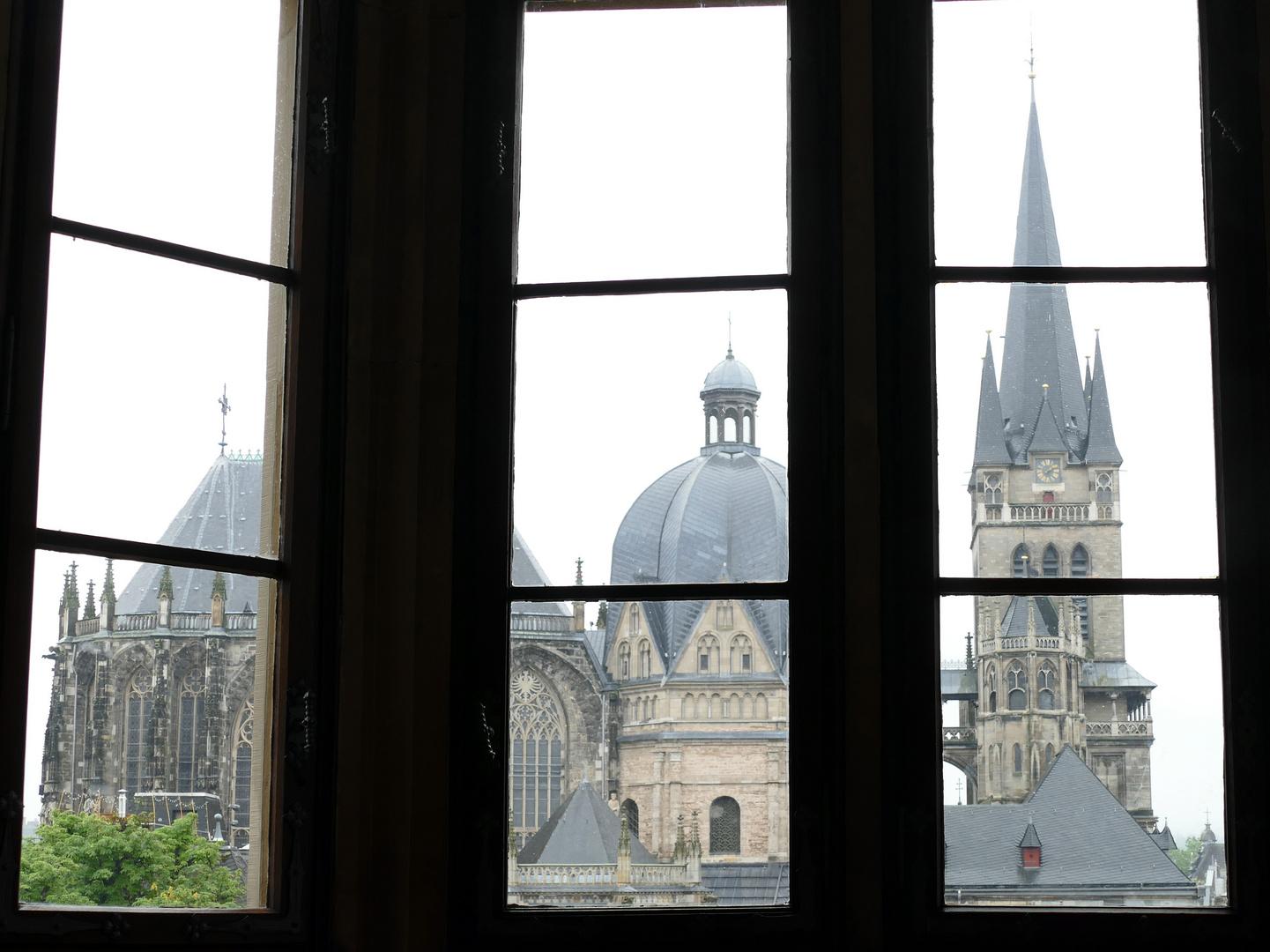 Durchblick auf den Aachener Dom