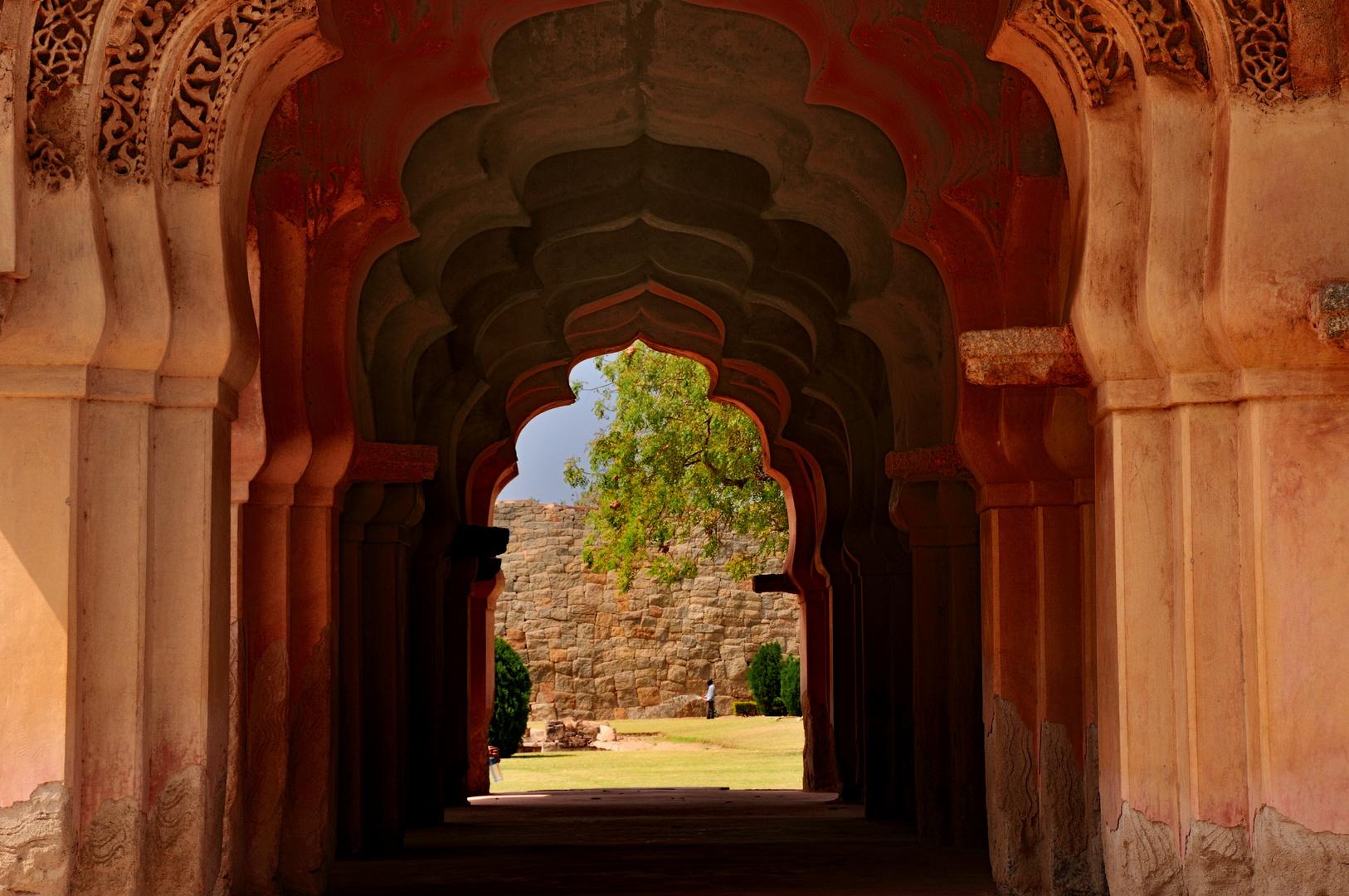 Durchblick im Lotus Mahal