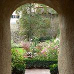 Durchblick in den Rosengarten