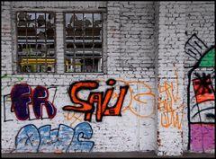 Durchblick mit Graffiti