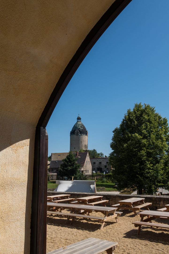 Durchblick zur Neuenburg/U.