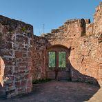 Durchblicke und schöne Aussichten auf das Umland von Dahn, hat man auf der Burgruine Neudahn.