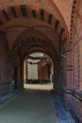 Durchfahrt in der alten Speicherstadt