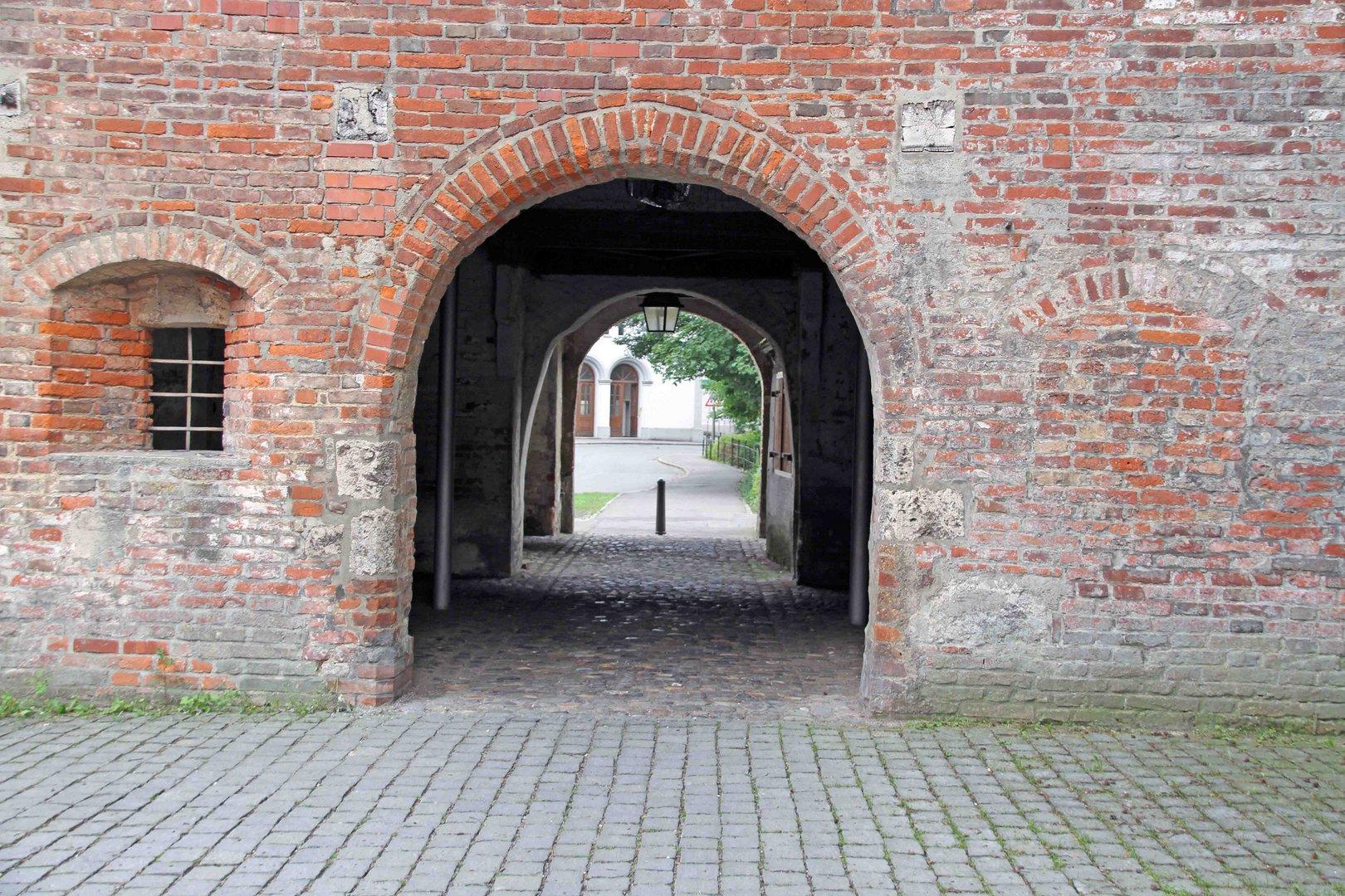 Durchgang des alten Stadttor in Memmingen