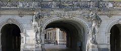 Durchgang im historischen Dresdner Zentrum mit gutem Durchblick...