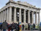 Durchweichte Touristen vor der Akropolis