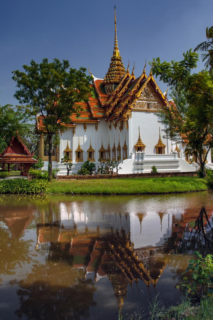 Dusit Maha Prasat Throne Palace