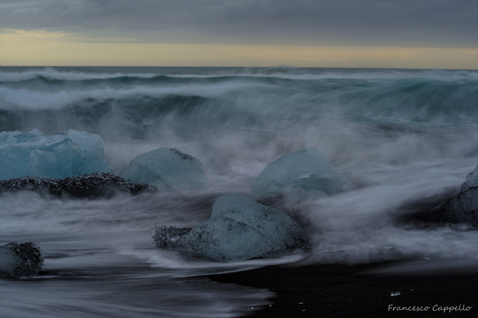 Dynamik am schwarzen Strand (3)