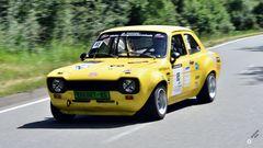 Dynamisch bewegtes Ford-Alteisen ...
