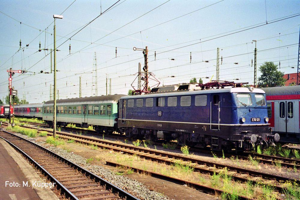 E 10 121 in KKR (Krefeld Hbf)
