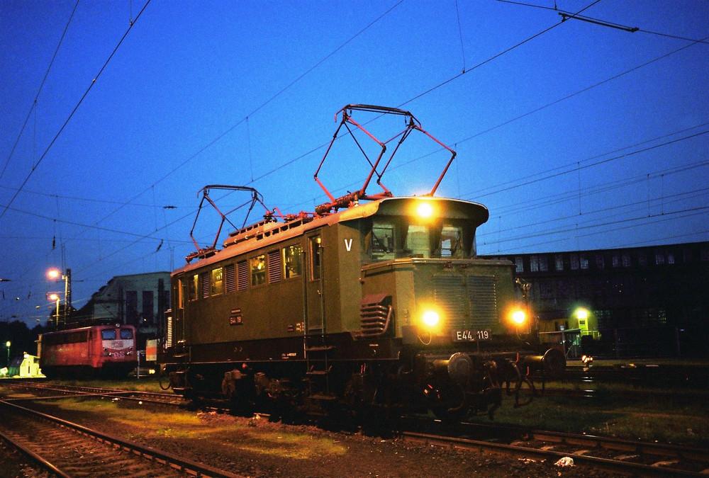E 44 119 im Abendlicht