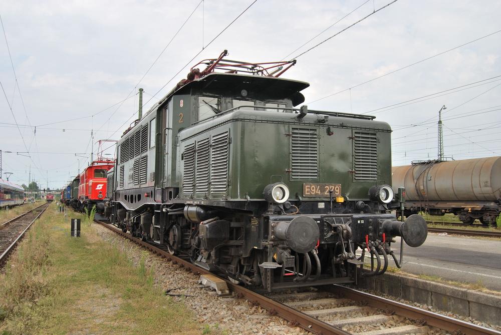 E 94 279