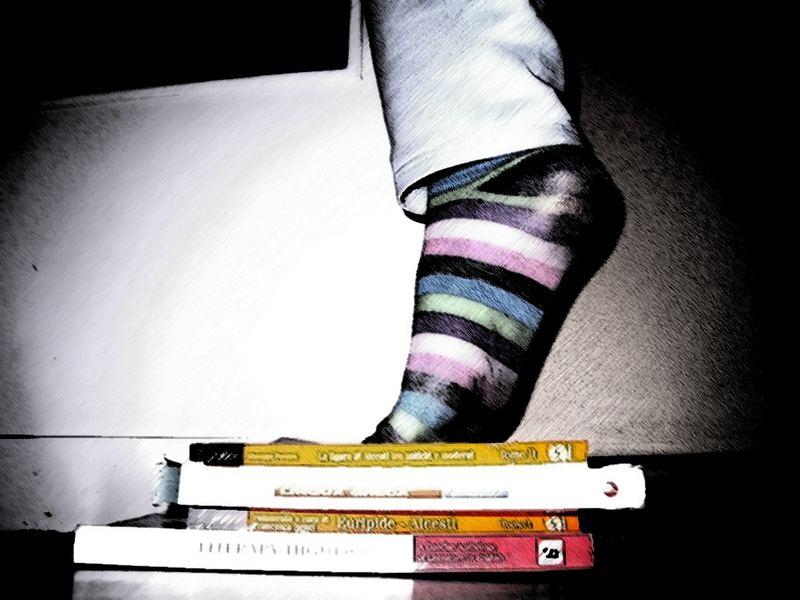 ...e dei centimentri di libri sotto i piedi...