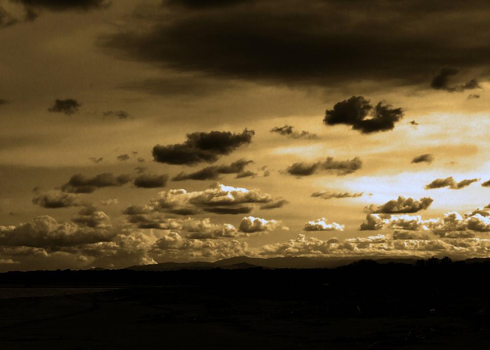 ..e il cielo s'illuminò all'imbrunire...